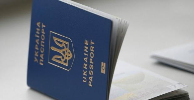 Украинцев предупредили, что изготовление паспортов будет с задержкой / Фото УНИАН