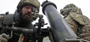 Bloomberg: Недофінансовані українські солдати отримують шоломи разом з різдвяними пирогами