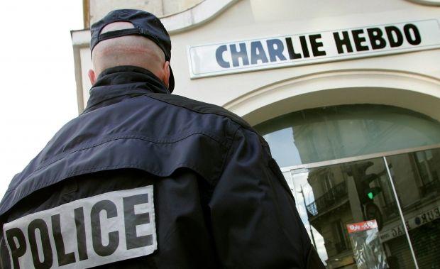 При стрельбе в офисе французской Charlie Hebdo погибло 11 человек (видео)