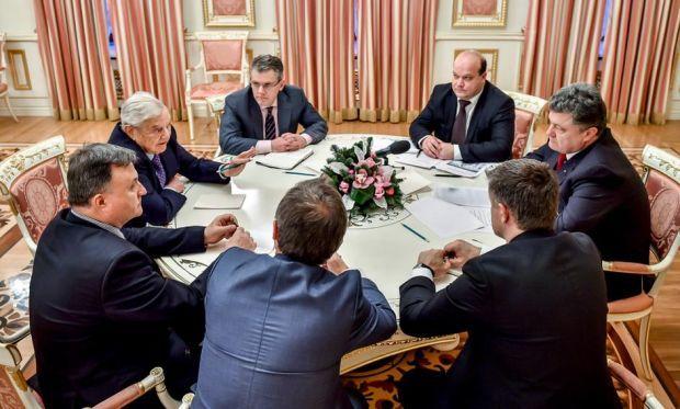 Сорос: ЕС должен уделять Украине больше внимания, чем Греции / твиттер Порошенко