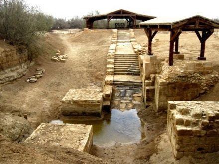 Старое русло реки Иордан, поселок Вади-эль-Харар, Иордания. Место крещения Иисуса Христа. По этим ступеням шел сам Спаситель.