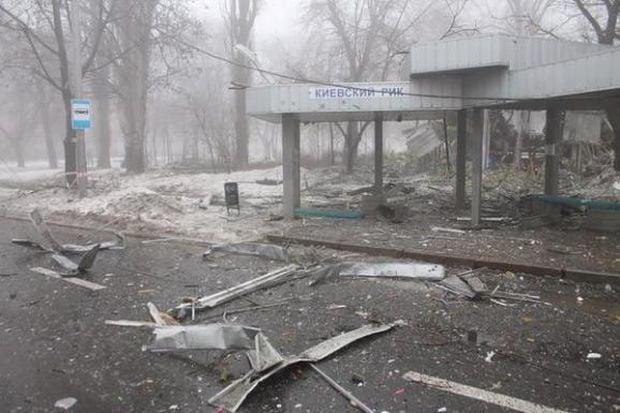 Зруйнована зупинка і магазин / twitter.com/290381qwer