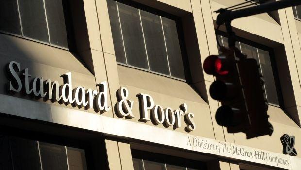 S&P повысило суверенный рейтинг Украины с преддефолтного уровня