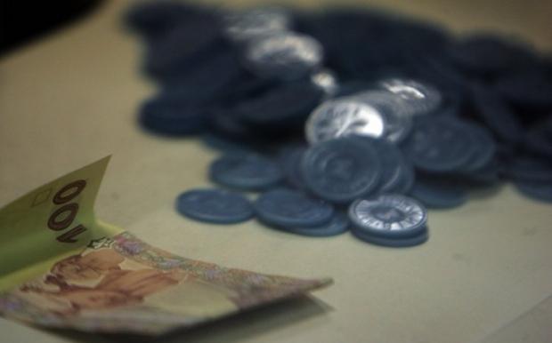 В Киеве не выдают больше 2-х жетонов в руки / Фото УНИАН