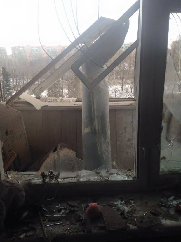One unexploded rocket ended up on the balcony of an apartment / Photo from facebook.com/bigredaktor