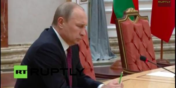 Путін у Мінську зламав ручку, як Янукович у Ростові-на-Дону