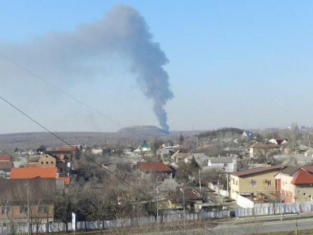 Над Донецьком піднявся великий стовп диму, його джерело поки невідоме (фото)