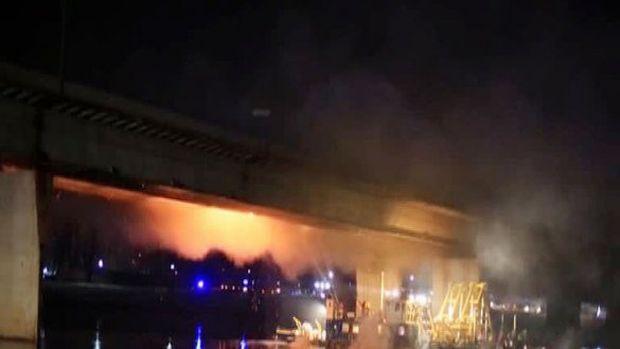 В Варшаве горел мост / скриншот с записи