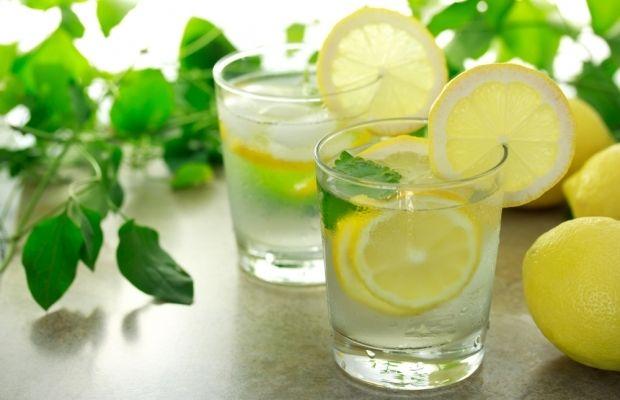 Вода с лимоном / Фото: bealwaysbeautiful.ru