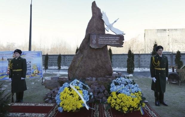 Мемориальный знак Небесной сотне / Фото УНИАН