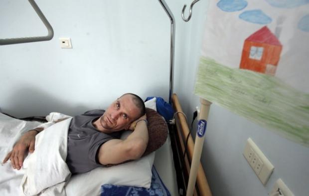 Украинский военый, раненый в АТО, прооходит лечение в больнице