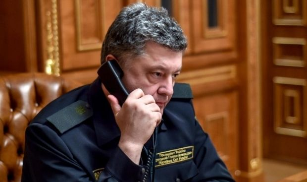 Poroshenko is holding a telephone conversation with Tusk / Poroshenko's official Twitter page