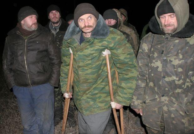 Порошенко подписал закон осохранении выплат попавшим вплен военным