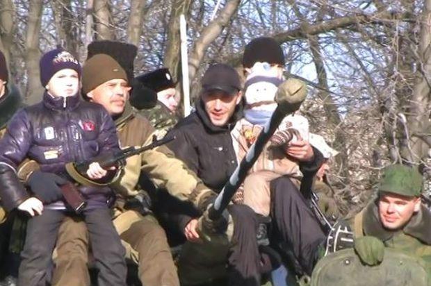 Боевики устроили в ровеньках парад на