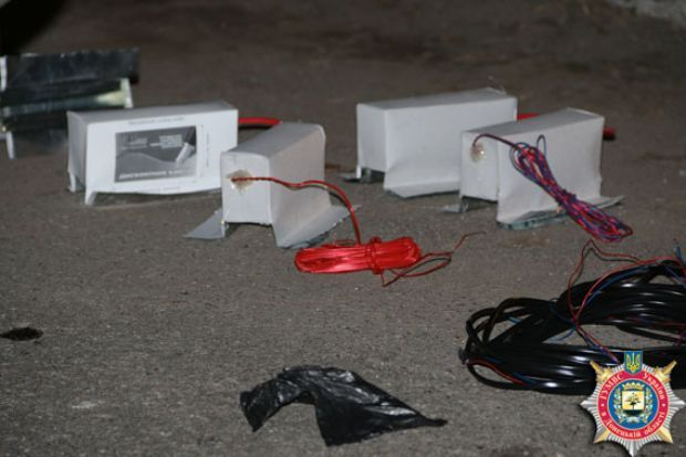 Один из злоумышленников бросил в наряд милиции взрывпакет, а второй открыл огонь marguvd.gov.ua