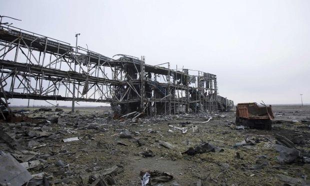 Российские военные разворовывают металлические конструкции Донецкого аэропорта - разведка