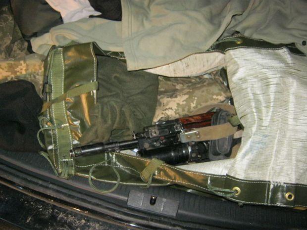 У Черкасах на блокпосту затримали автомобіль з арсеналом зброї