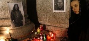 В Киеве сотни людей принесли на Майдан цветы, свечи, лампадки и портреты Андрея Кузьменко: прощание с певцом (фоторепортаж)