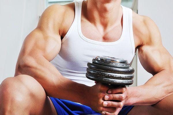 Позвоночник у мужчин от рождения прочнее, чем у женщин / Фото: musclefactory.ru
