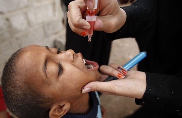ВОЗ предупреждает об опасности вспышки полиомиелита в Украине  / PEUTERS
