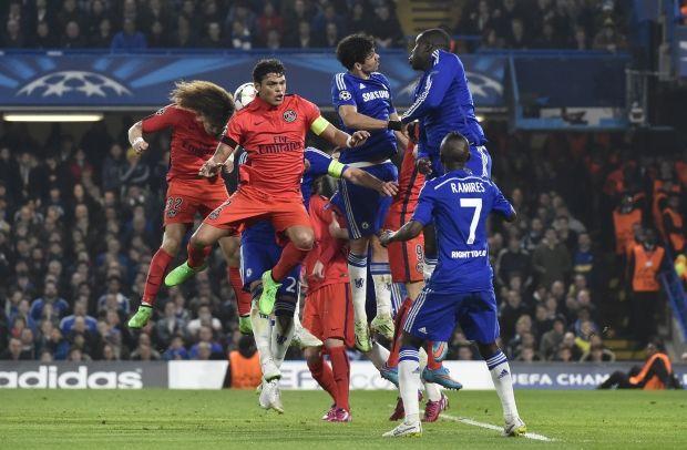 """ПСЖ (игроки слева) оказался сильнее """"Челси"""" только за счет большего количества голов на чужом поле / Reuters"""