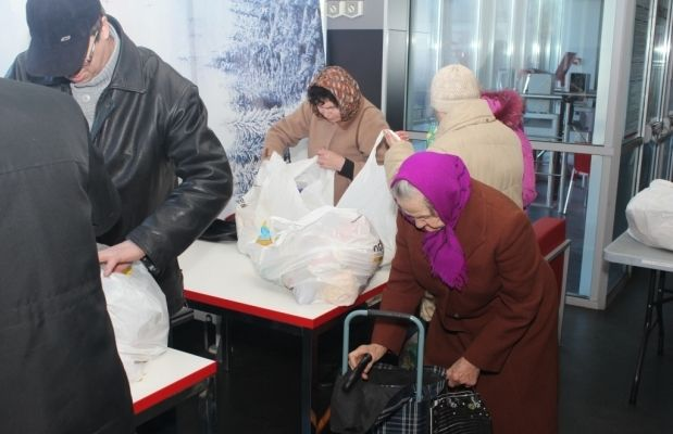 Помощь от Гуманитарного штаба Ахметова в Торезе могут получить мирные местные жители льготных категорий / Фото: Пресс-служба Гуманитарного штаба Рината Ахметова