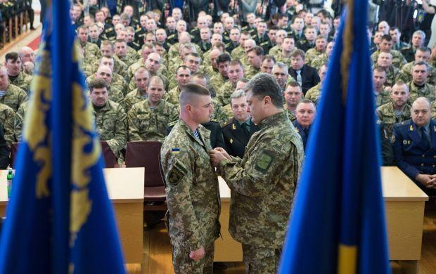Глава держави відзначив, що вже вісім командирів бригад призначено на вищі посади у Збройних силах / facebook.com/petroporoshenko