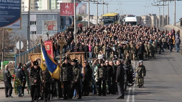 The funeral procession of the murdered SBU officer in Lutsk / Photo from visnyk.lutsk.ua