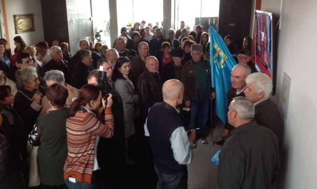 Крымские татары пришли поддержать ATR / Крым.Реалии