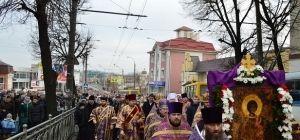 В Ровно жители города прошли многотысячным крестным ходом в честь Торжества Православия (фоторепортаж)