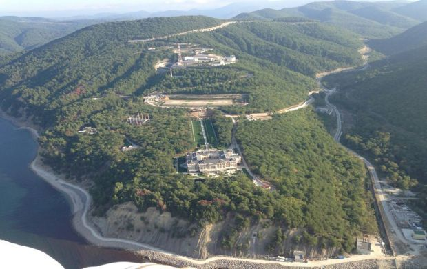 Aerial view of Putin's palace at the Black Sea / Photo from facebook.com/alburov