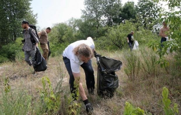 В Украине проводятся акции по уборке мусора  / Фото УНИАН