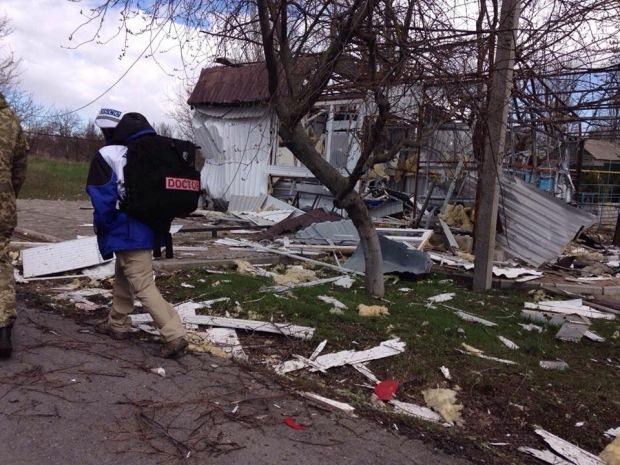 Houses and public buildings in Shyrokyne are completely destroyed beyond repair / Photo from facebook.com/oscesmmu