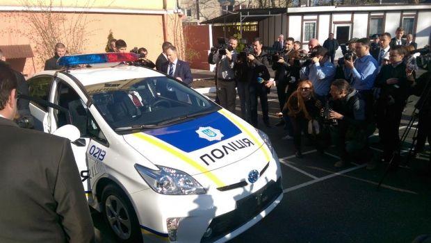 Poroshenko's test drive of a new patrol car / @STsegolko
