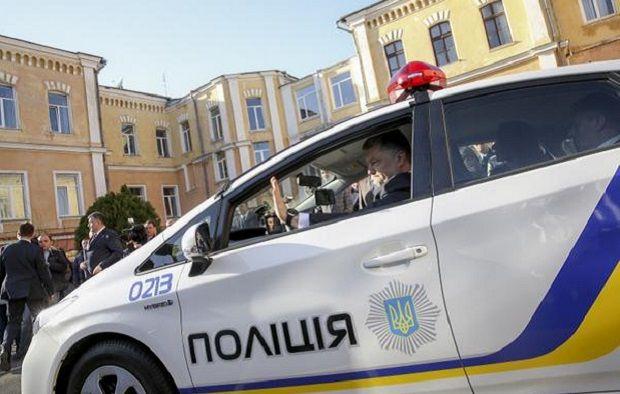 Порошенко в автомобиле полиции / @poroshenko