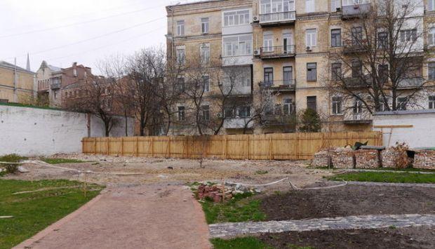 В Софии Киевской начали ремонт обвалившейся стены / n.sophiakievska.org