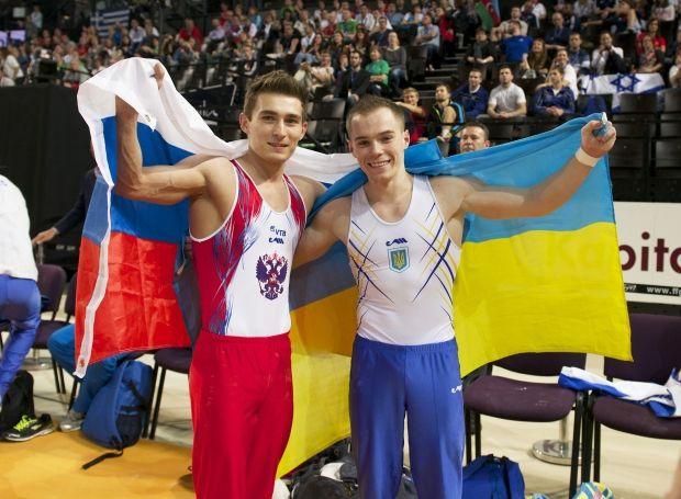 Украинец Олег Верняев (слева) опередил россиянина Давида Белявского в многоборье / ueg.org
