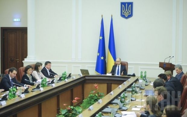 According to Hnydyuk, it is much more convenient to use electronic versions of documents at cabinet meetings / Photo UNIAN