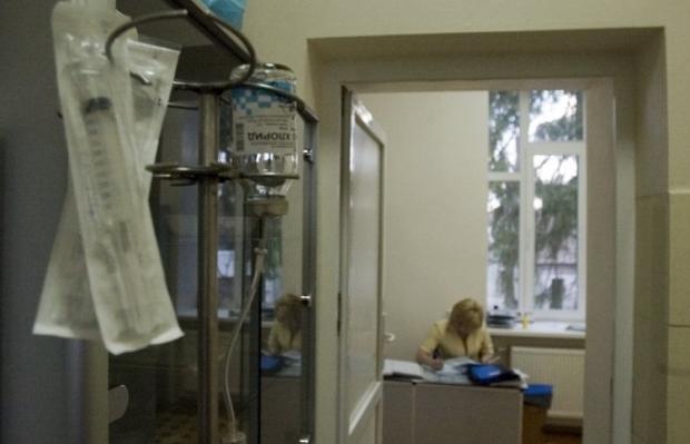 В Ровно кандидата в депутаты облили химическим веществом
