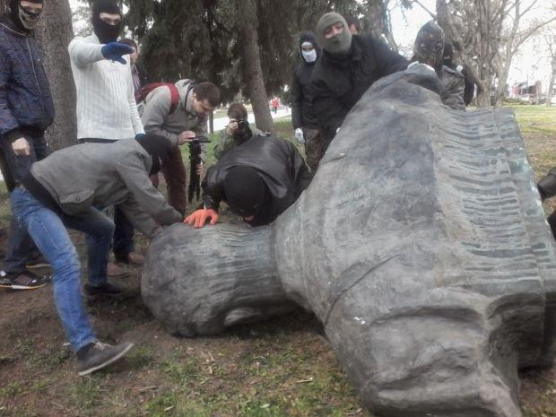 У Чернігові знесли погруддя Юрію Коцюбинському / pivnich.info