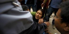 Количество жертв землетрясения в Непале возросло до 1,9 тысячи человек (фоторепортаж)
