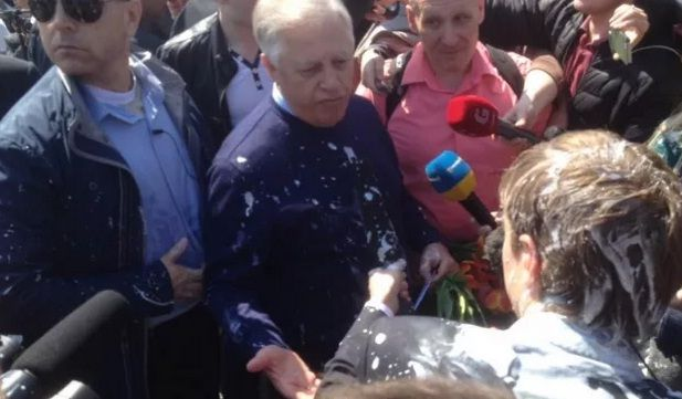 Some of the kefir hit Symonenko, more hit journalists / Photo from Hromadske.tv