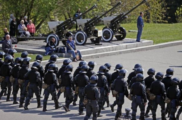 Під час сутички постраждав міліціонер / Фото УНІАН
