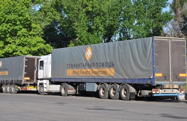 21 машина из 31-й прошли таможенный досмотр на КПП под Артемовском / Фото: Гуманитарный штаб Рината Ахметова