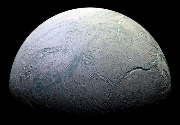 Cassini приступит к изучению спутника Сатурна — Энцелада