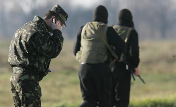 Военнослужащим могут запретить использование мобильных в зоне боевых действий