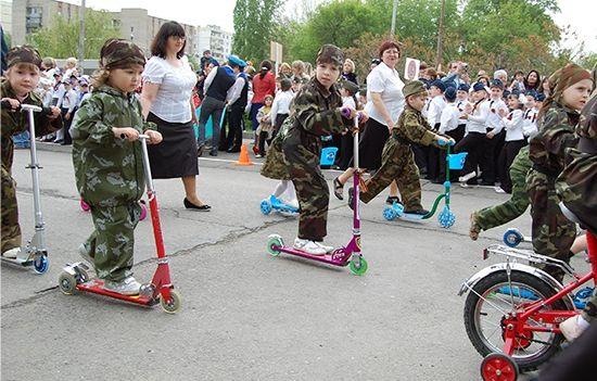 В Ростове проведут парад одетых в форму детей