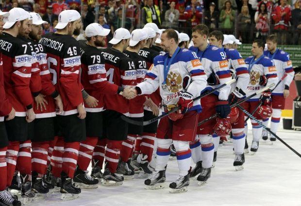 Игроки сборной России пожали руки канадцам перед тем, как покинуть арену / Reuters