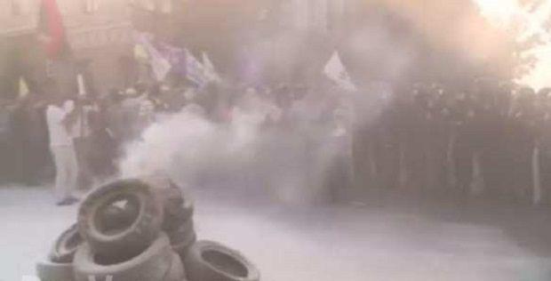 Учасники акції запалили шини / Фото з сайту бойовиків