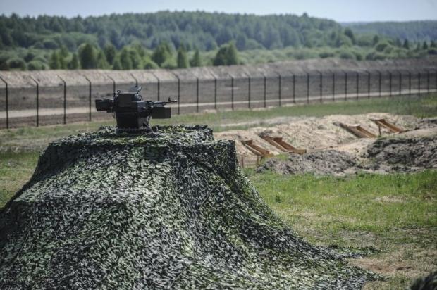 """Яценюк вважає что проект """"Стіна"""" має бути першою линією оборони / Фото УНІАН"""